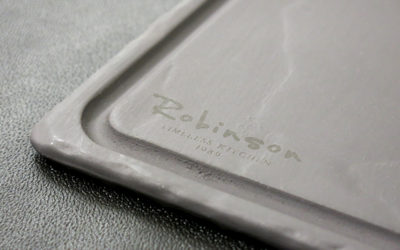 Robinson Étterem | fekete kerámia tálca gravírozás
